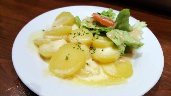 Pommes de terre tièdes, Saint-Nectaire fondu