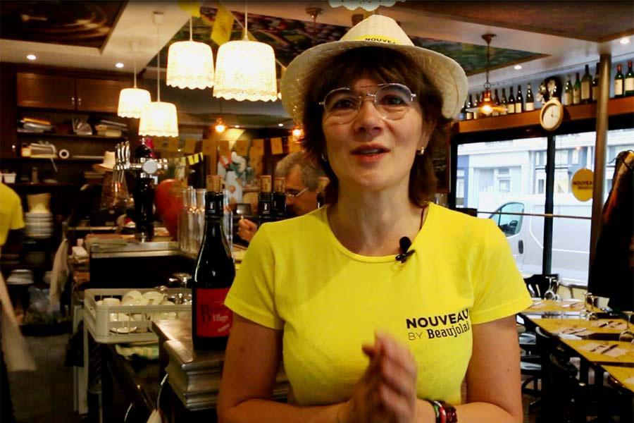 Edith et beaujolais nouveau au restaurant Le Coin