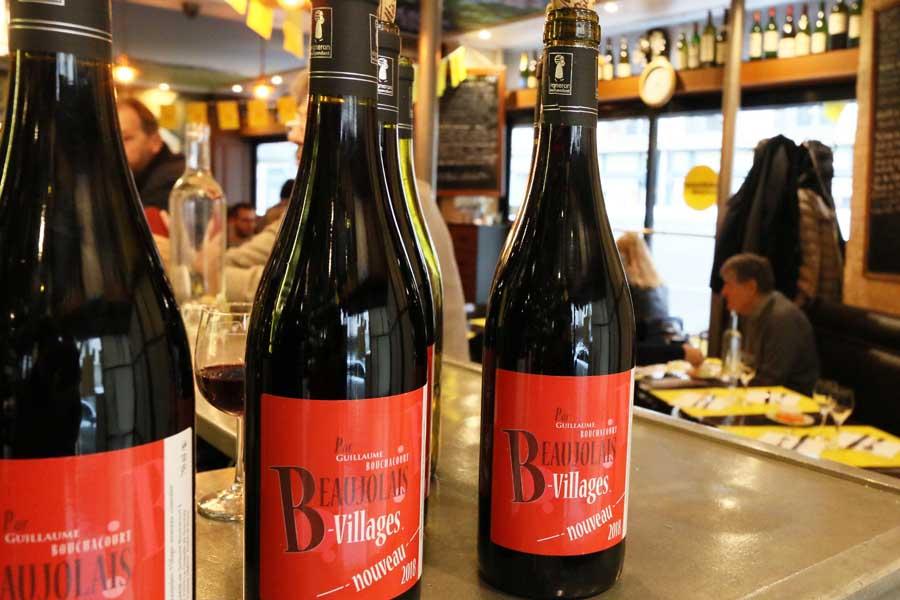 bouteilles de beaujolais nouveau